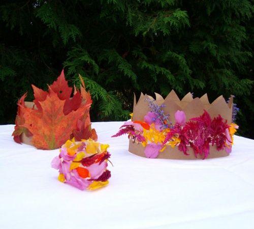 Coronas y brazaletes de flores y hojas naturales