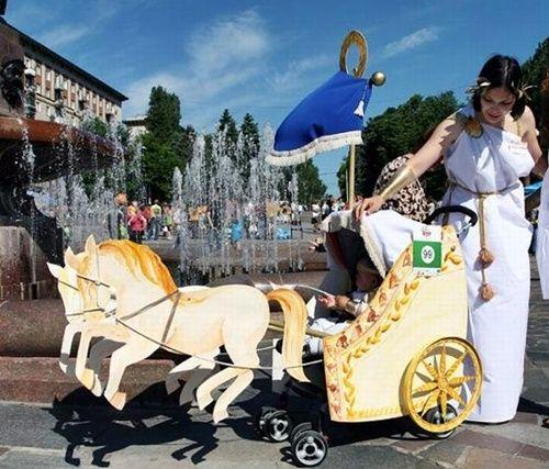 Carrito de bebé 'tuneado' para Carnaval