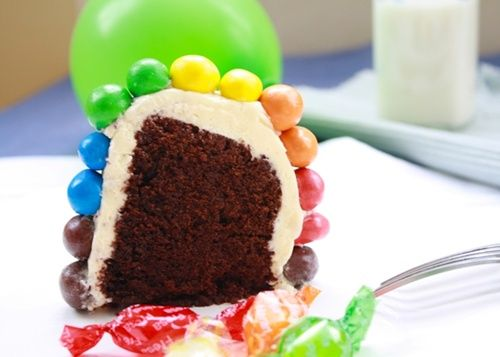 tarta de bizcocho arcoíris
