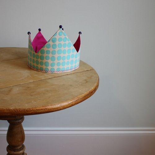Corona reversible para un disfraz de rey
