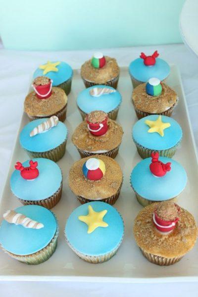 """Cupcakes y tarta para fiesta temática """"Verano"""""""