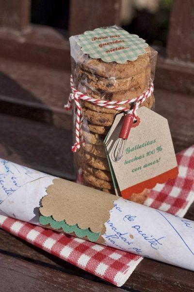 receta y galletas envueltas de regalo
