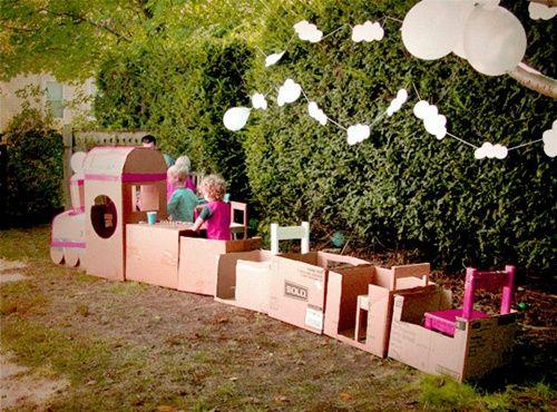 Fiesta divertida con tren de cartón ecológico