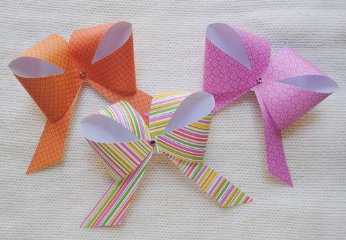 Lazos de papel sencillos para decorar regalos