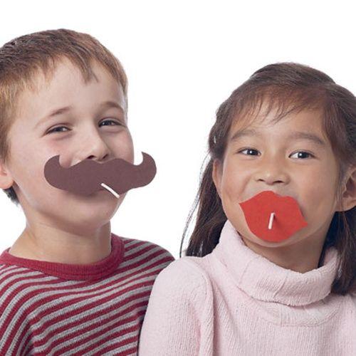 ¡Qué piruletas tan divertidas con labios y mostachos!