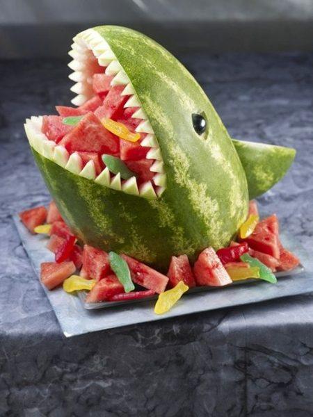¡Sorpresa! Sandía en forma de tiburón