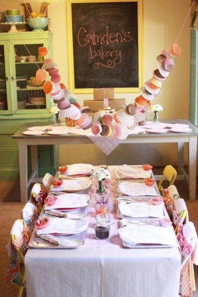 Guirnalda con moldes de cupcakes para 'fiesta bakery'