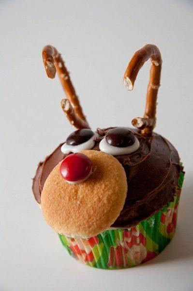 Cupcake ideal para Navidad decorado con Rudolph, el reno