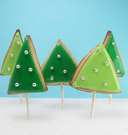 Deliciosas cookies con palito y forma de árbol de Navidad