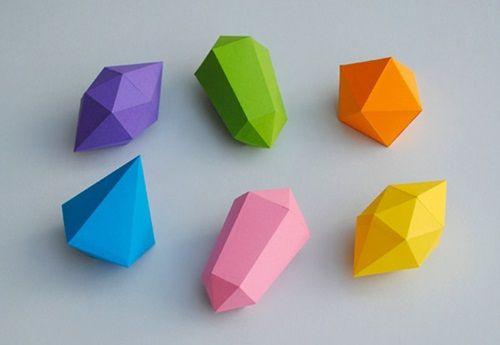Manualidades fáciles con niños: diamantes hechos con papel