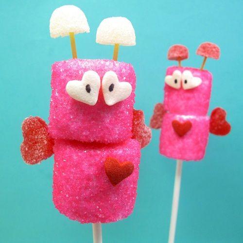 ¡Mira qué coquetos pinchos de chuches para San Valentín!