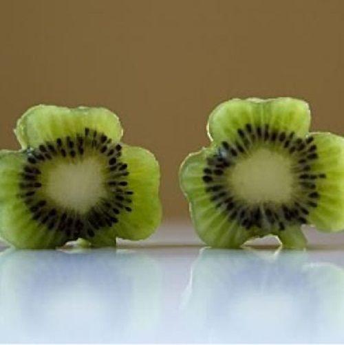 Kiwis en forma de trébol para que se coman la fruta…