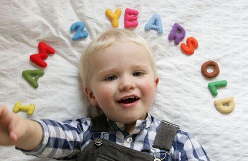 Fotos graciosas de los niños en su cumpleaños