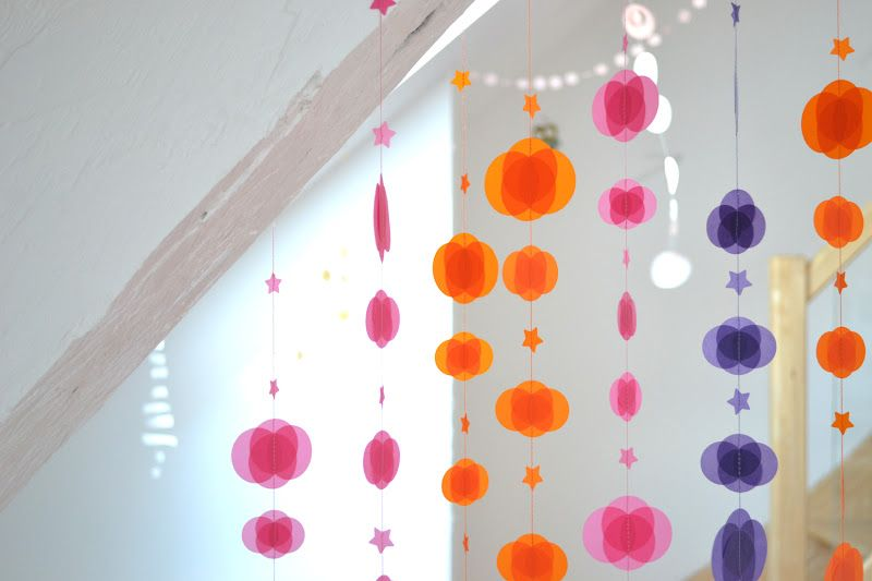 Guirnaldas de colores para manualidades con niños