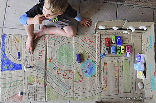 Manualidades con niños… ¡Hoy, juguetes caseros de cartón!