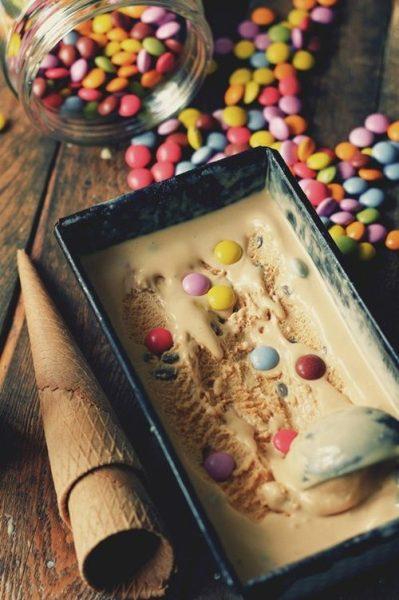 Receta para fiestas: helado de caramelo y Lacasitos
