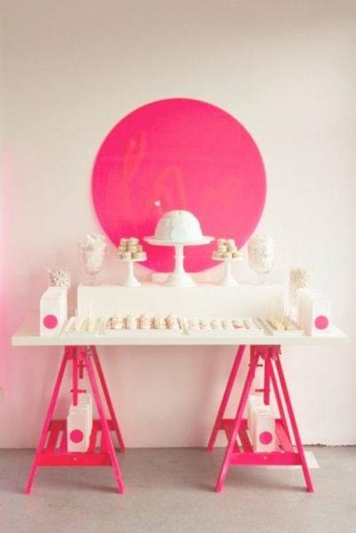 Impactante fiesta en rosa neón y blanco