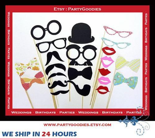 Clic clac… Sticks para las fotos de una fiesta