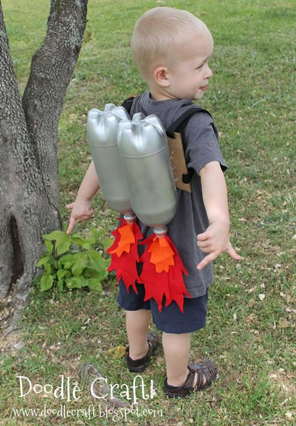 Disfraces caseros para niños… propulsores para súper héroes.