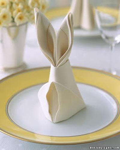 Crear un conejo de Pascua con una servilleta