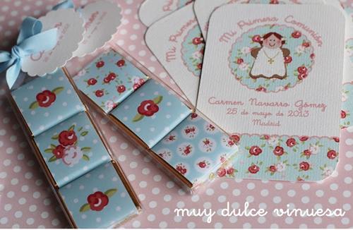 Primera comunión, recordatorios y chocolatinas con decoración floreada