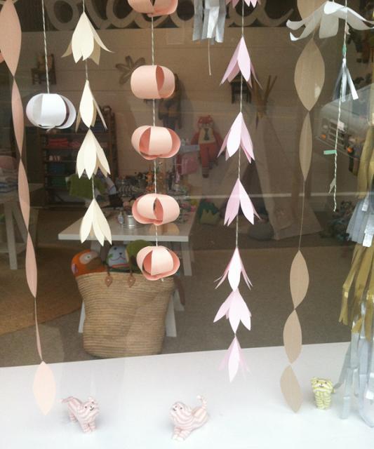 Decoración: guirnalda de flores de papel para fiestas