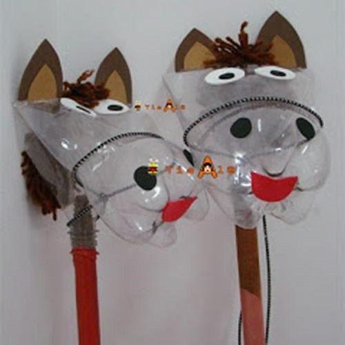 juguete caballo de botella reciclada
