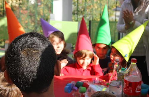 manualidades-con-niños-sombreros-fiesta-eva3