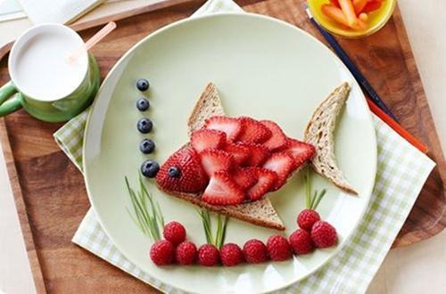 Receta infantil con frutas: un delicioso pez de frutas del bosque