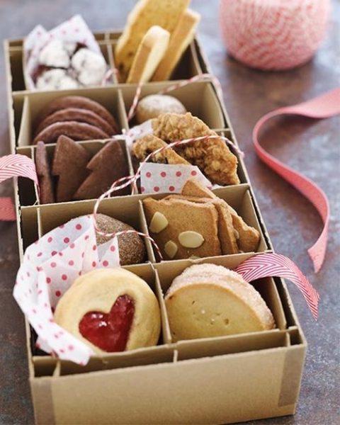 Bonita presentación de cookies y galletas decoradas