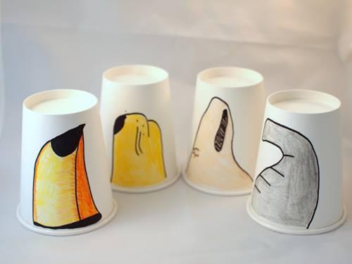 Manualidades con niños en vasos de papel dibujando picos, trompas, hocicos...2