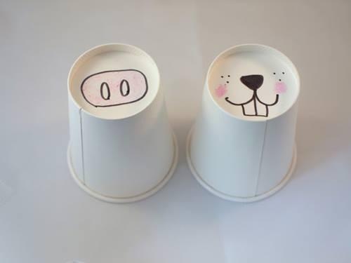Manualidades con niños en vasos de papel dibujando picos, trompas, hocicos...3