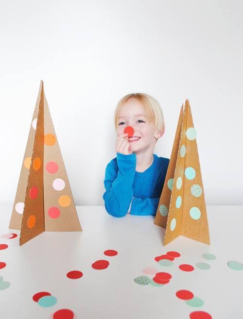 Cómo hacer árboles de Navidad reciclando cartón