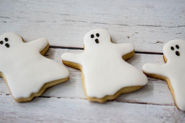 ¿Truco o trato? Galletas sencillas de fantasmas y calabazas para Halloween