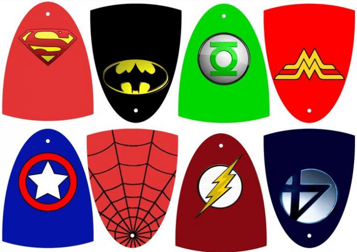 Diferentes capas para un disfraz de superhéroe