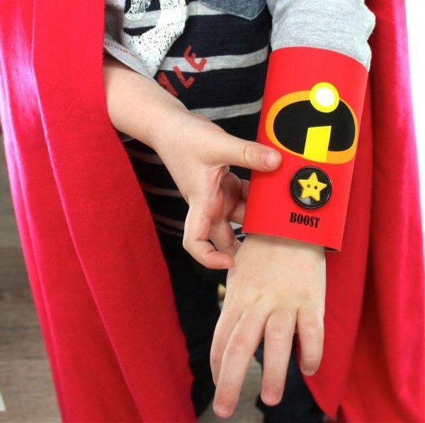 Manualidades con papel craft para un disfraz de superhéroe