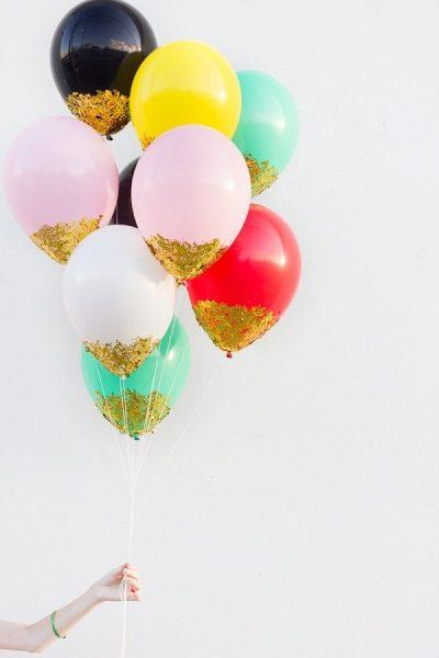 DIY: globos con purpurina dorada para fiestas
