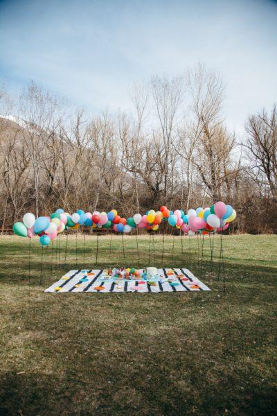 baby shower al aire libre con globos