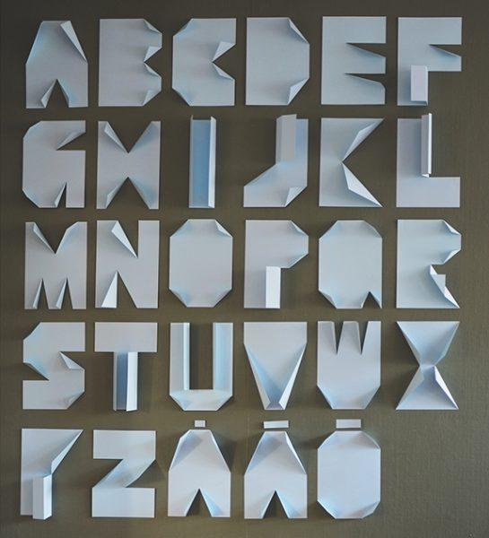 Decoración con letras de papel