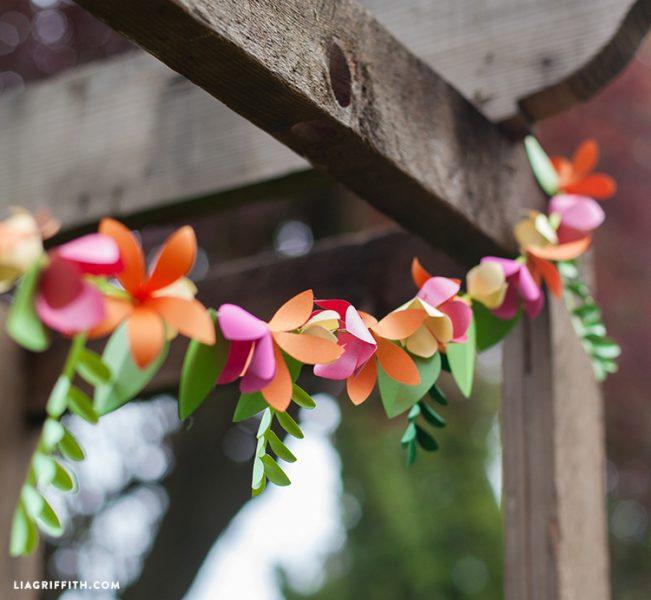 Guirnalda de flores hecha a mano