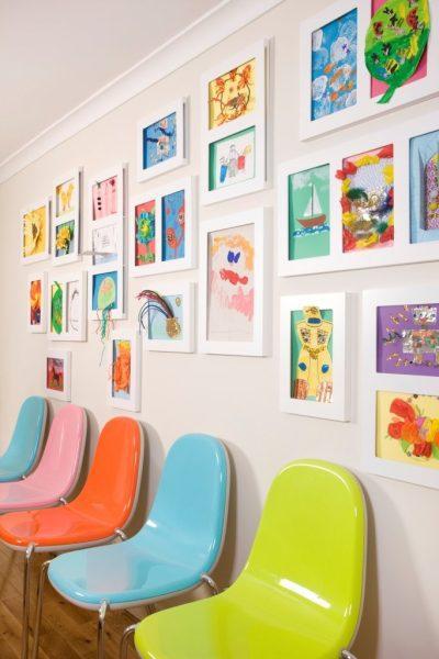 galería de arte manualidades expuestas en marcos