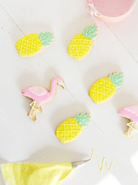 pintar galletas con glasa real para fiesta de niños