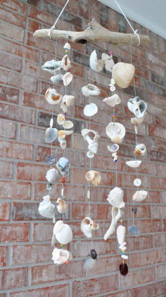 Móvil casero con conchas para hacer en casa