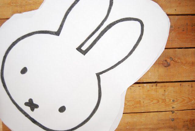 como hacer un cojin de conejito miffy recortar