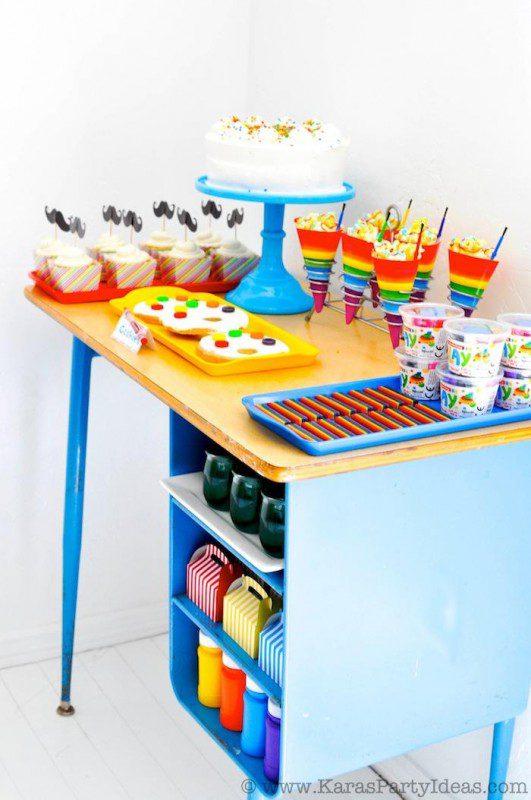 mesa para decorar fiesta de colores