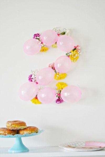 Números para la pared con globos y flores