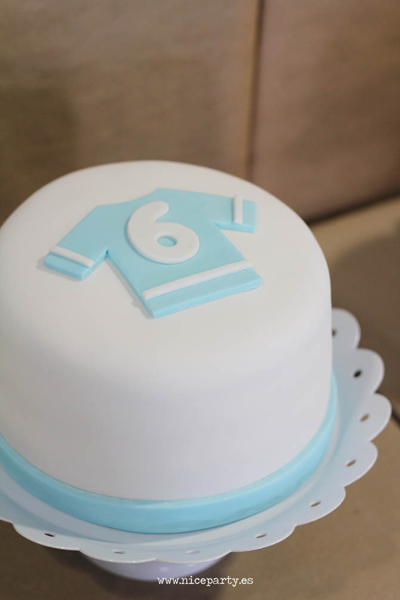 fiesta de cumpleaños de futbolistas y princesas tarta del chico