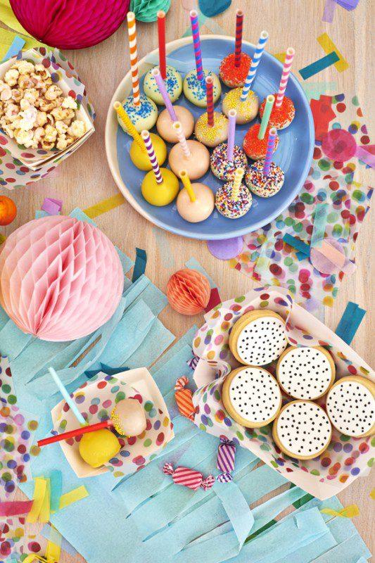 fiesta infantil estallido de colores mesa