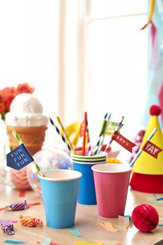 fiesta infantil estallido de colores vasos y banderines