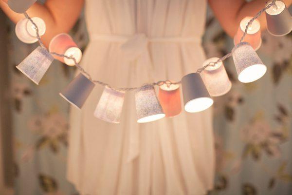 guirnalda con vasos de plástico decorados 06